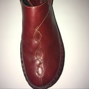 Size 7 Clark's new with box clogs